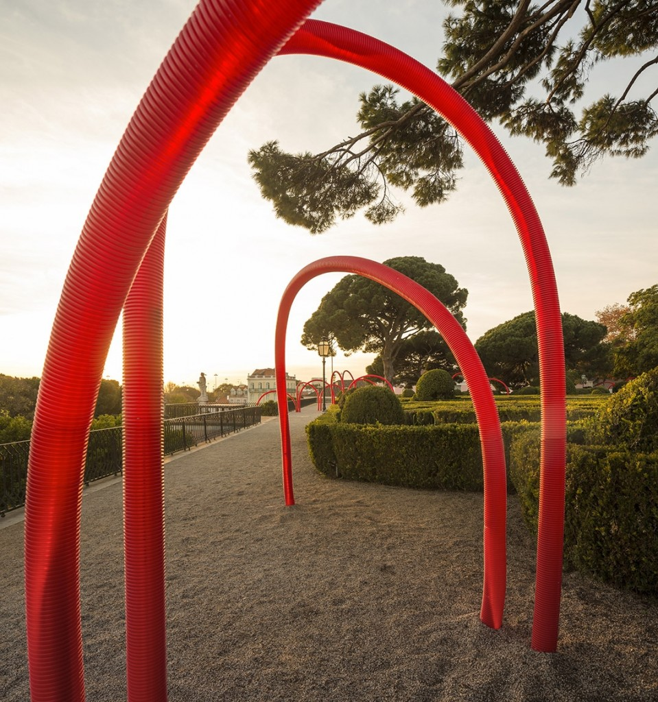 LIKEarchitects_Luminous Red Arches_02
