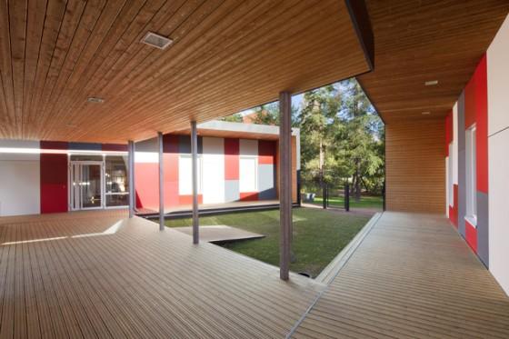modular-day-care-kulosaari-courtyard